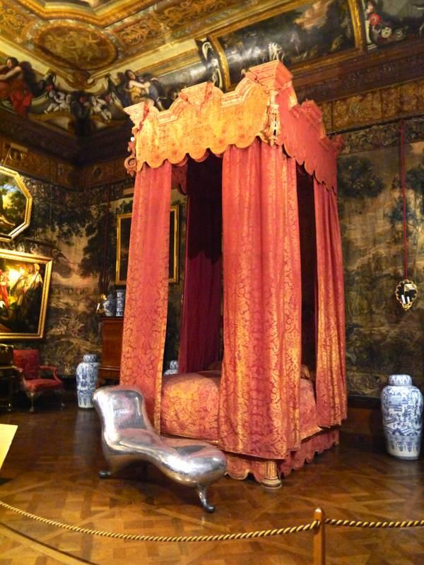 Chatsworth house make yourself comfortable